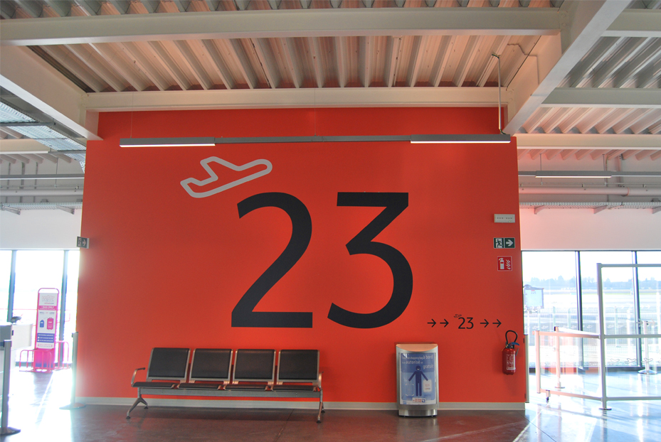 Publisign_Airport_charleroi_signage_2
