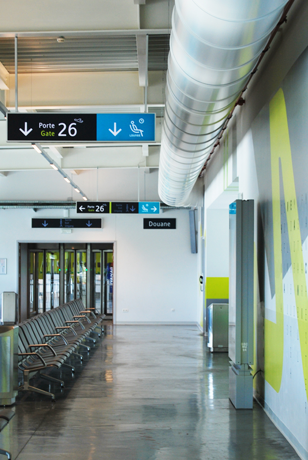 Publisign_Airport_charleroi_signage_5